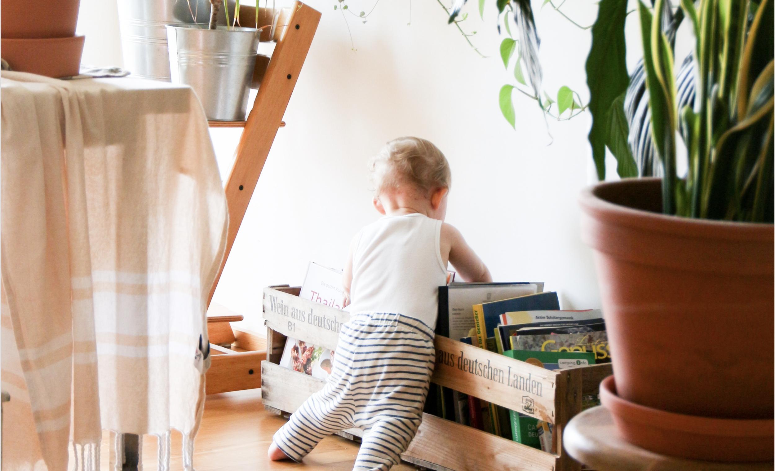 BabyLookingatBooks.png