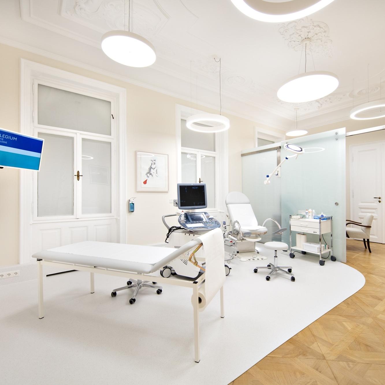 """ORDINATION - Die Ordination liegt mitten in Wiens """"Medizinischem Viertel"""" im 9. Bezirk. Es erwartet Sie ein fürsorgliches Team, freundliche Atmosphäre und modernste Ausstattung."""