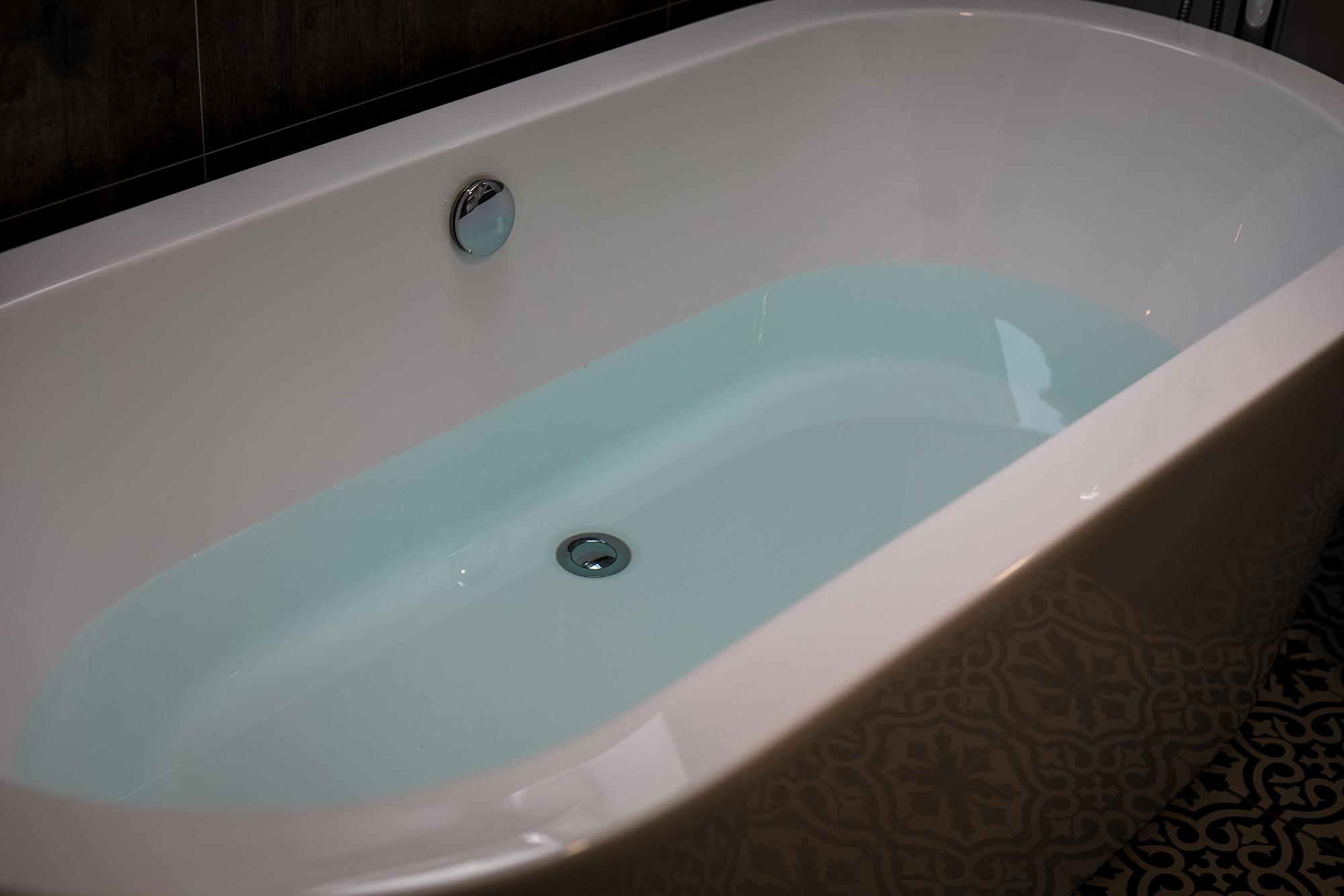 Bay_Room_Bath_1.jpg