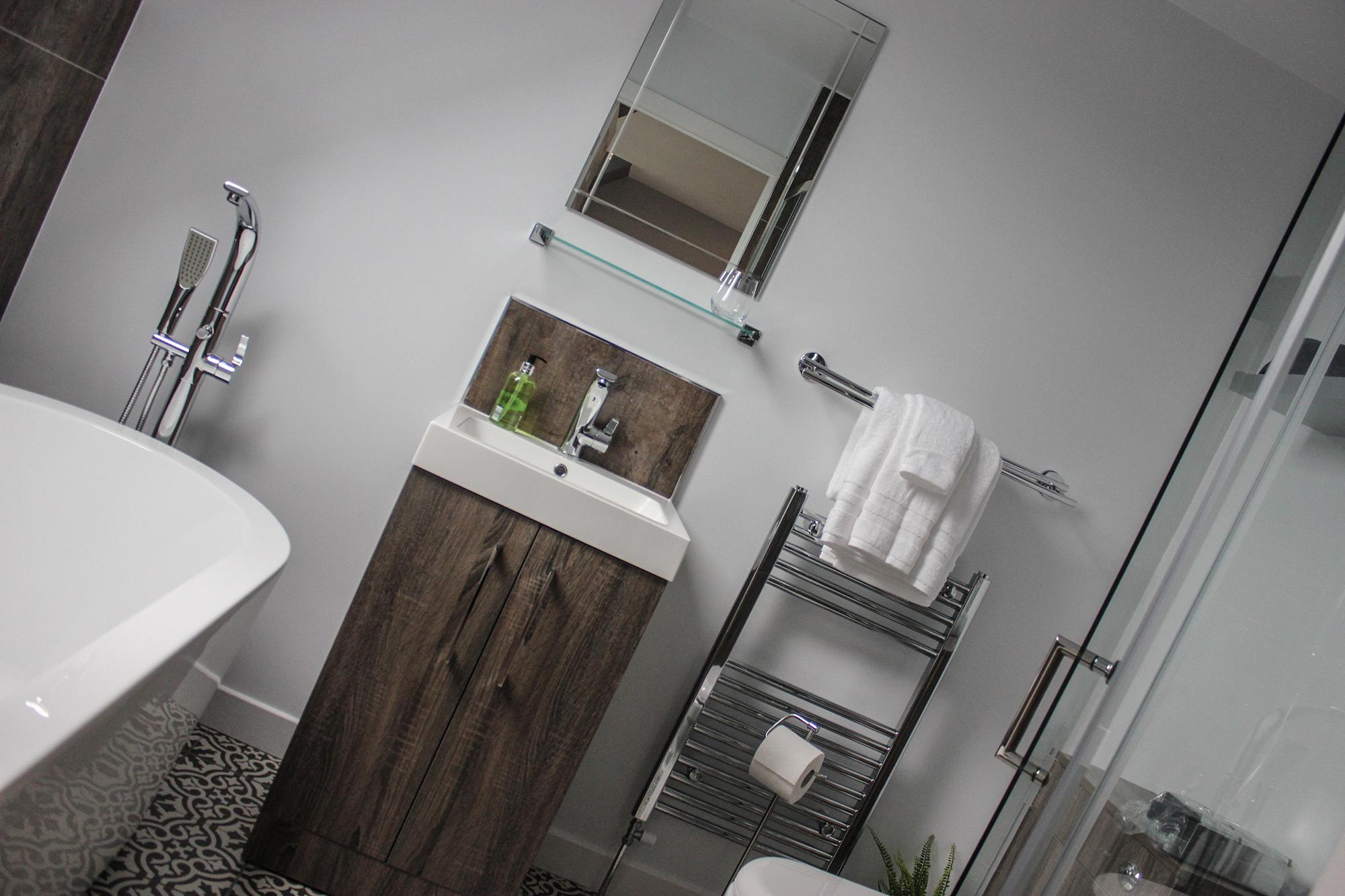 Bay_Room_Bath_6.jpg