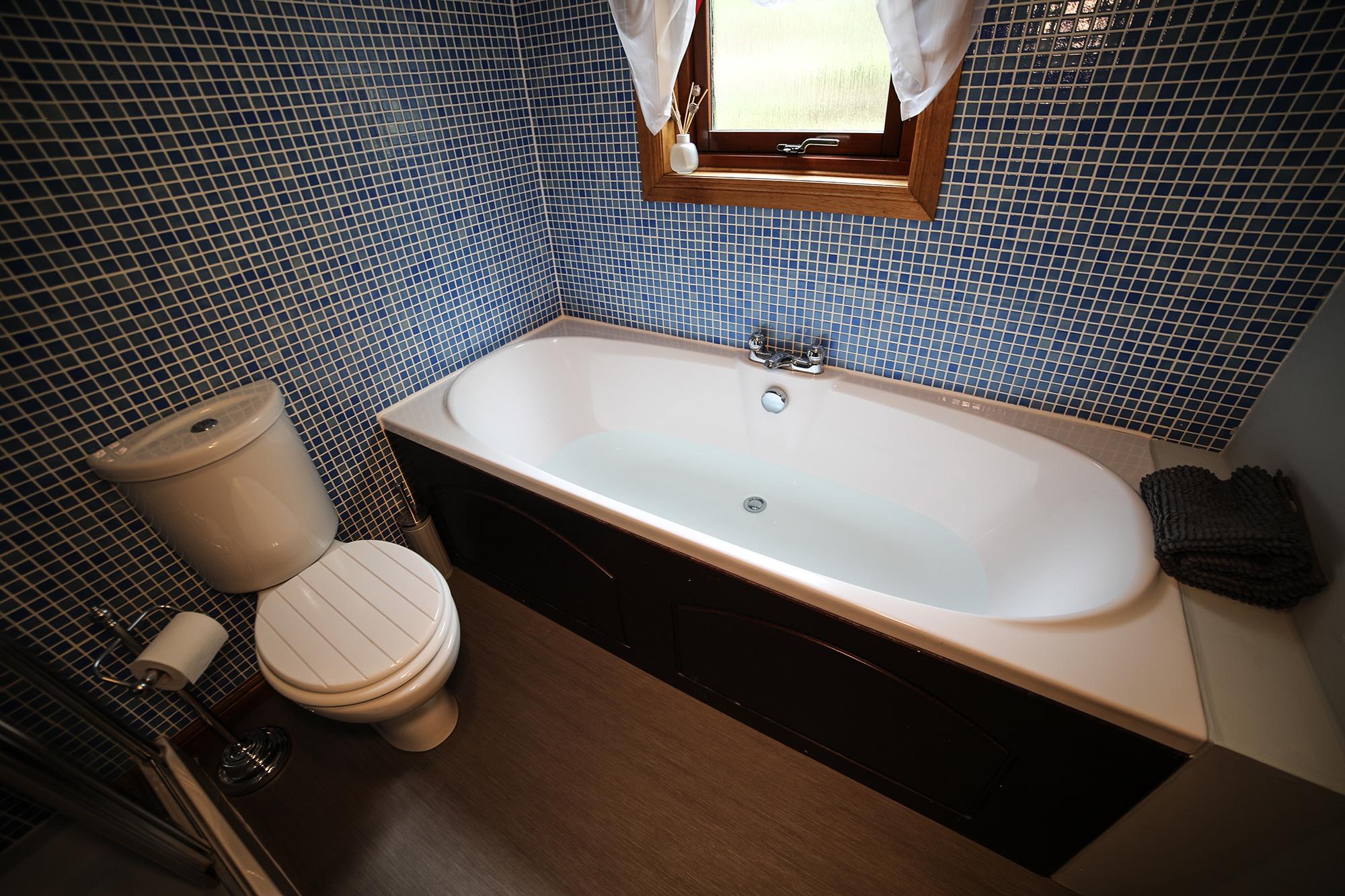 Garden_Room_Bath_1.jpg