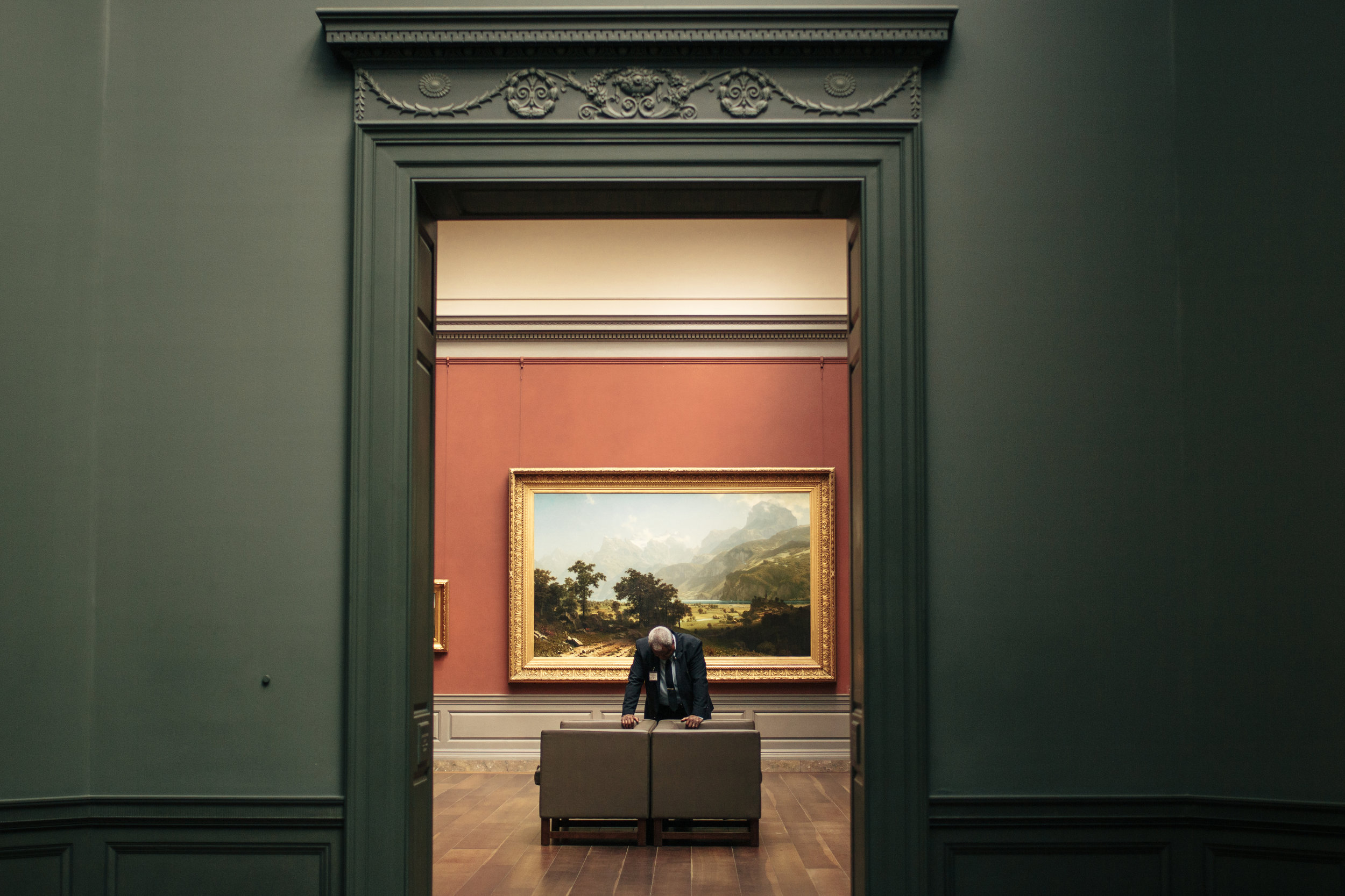 Forever intrigued by strangers in museums. Also: the National Gallery is a gift.