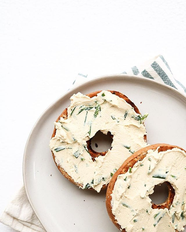 Hiya guys 👋🏼 so I created the easiest, healthiest, and yummiest vegan chive cream cheese evaaaa - now I know that's a bold statement but seriously, it's perfect 🌞 this will be another one of the recipes that i'll be sharing on the blog (launching at the end of the month) so stay tuned hehe - in other news, how are y'all feeling about  hurricane florence? I'm pretty scared about it's impact, considering i'm in NC - anybody else in the general area of impact? I just hope everybody is safe!