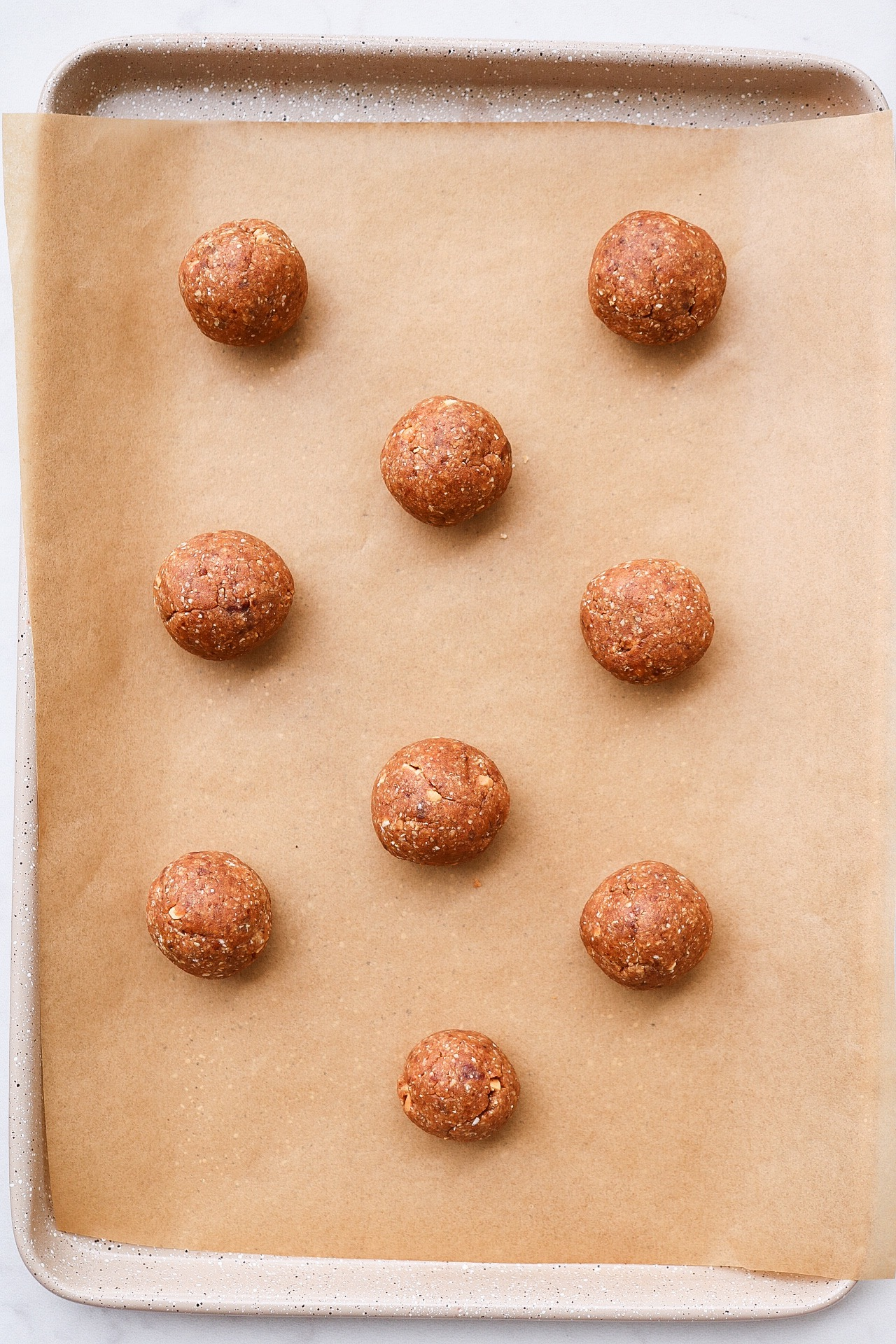 Roll out the cookie dough into balls and flatten with a fork.