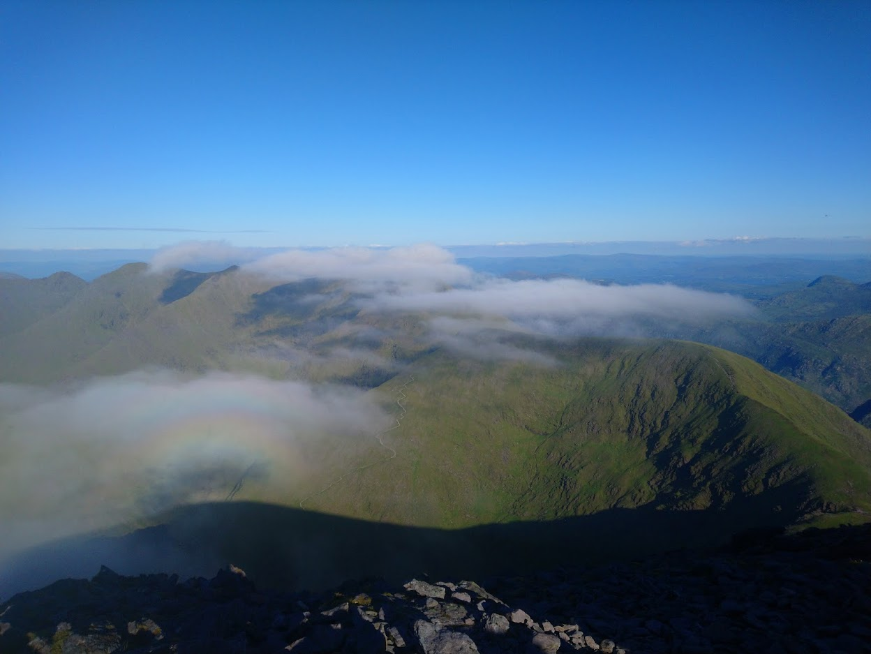 The actual view from the Top of Carrauntoohill, towards Cnoc na Toinne and the Big Gun (photo: Rónán)
