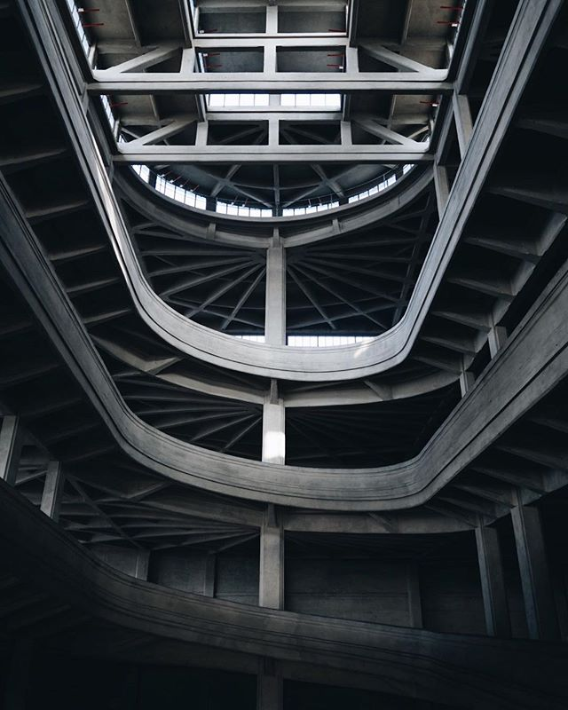 Roadway to Fiat's retired rooftop test track above the FCA factory in Turin, Italy.  #MotoAesthetic #Fiat #Architecture  Photo: @corey23alexander