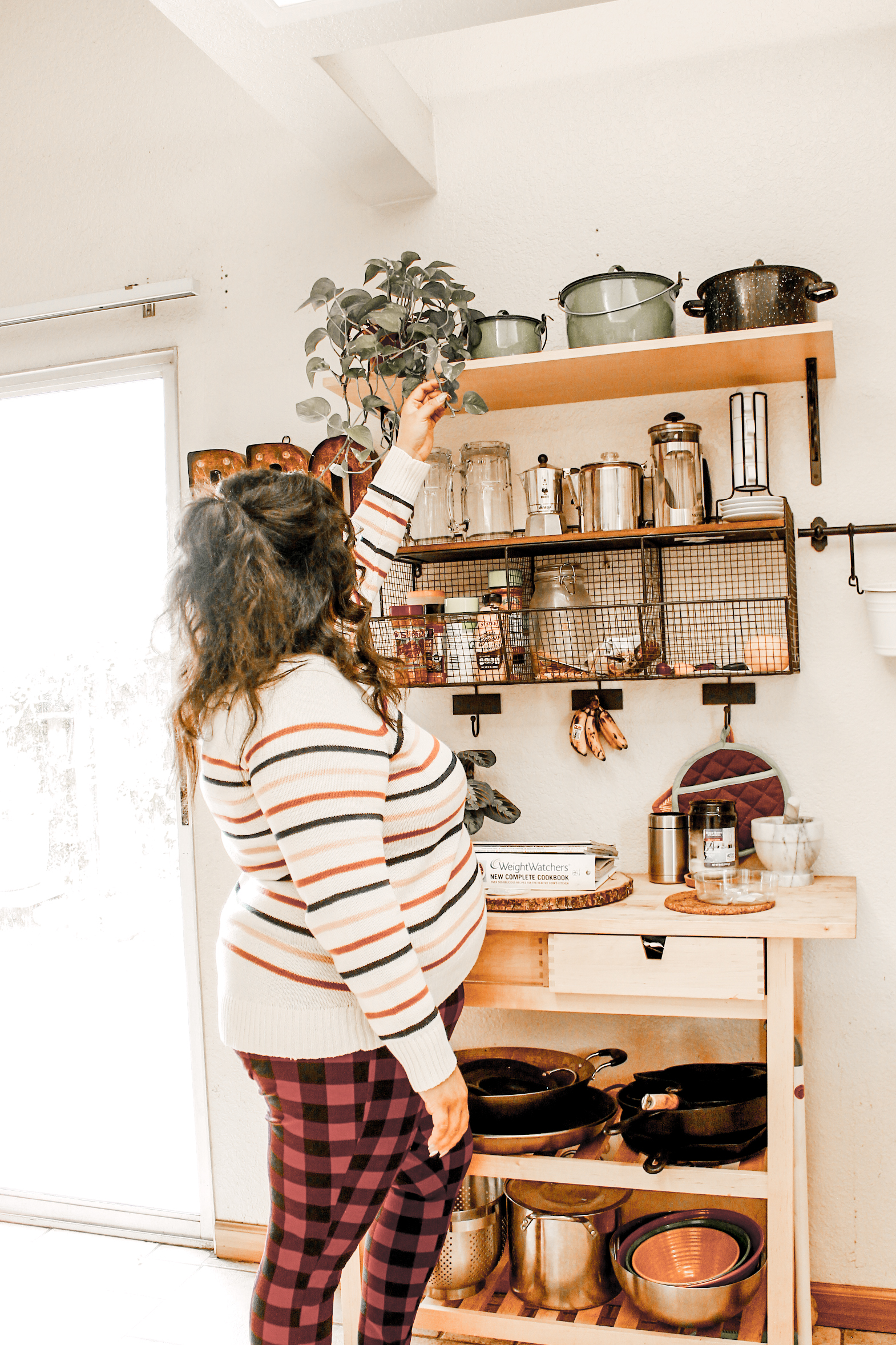 A great way to organize our pots and pans is to have the shelves. -