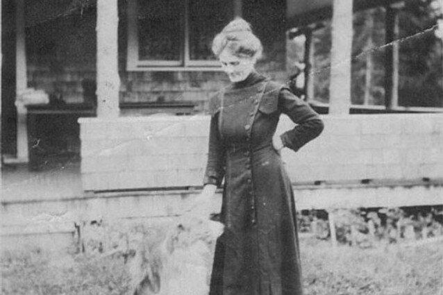 Hazzard outside her Olalla home (source: Murderpedia)