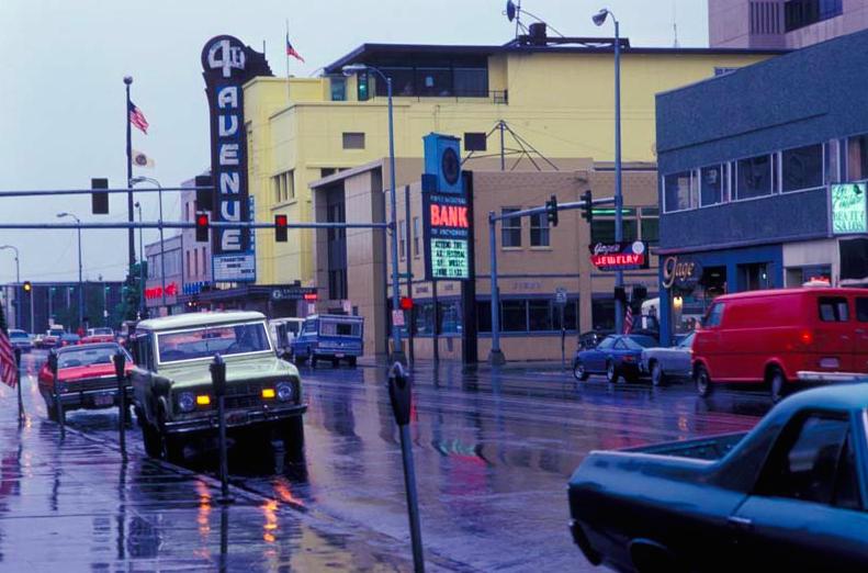 4-я авеню Анкориджа в 1970-х годах (источник: theimmoralminority.blogspot.com)