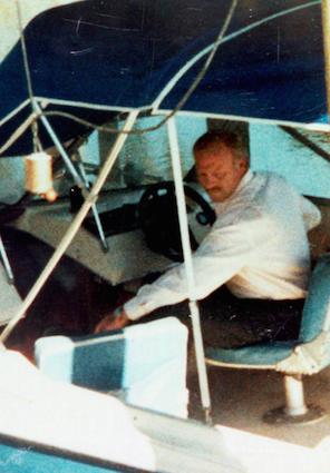 Чендлер на своей лодке Bayliner (источник: Tampa Bay Times)