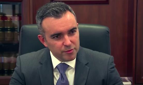 Окружной прокурор Рауль Торрес (источник: Youtube)