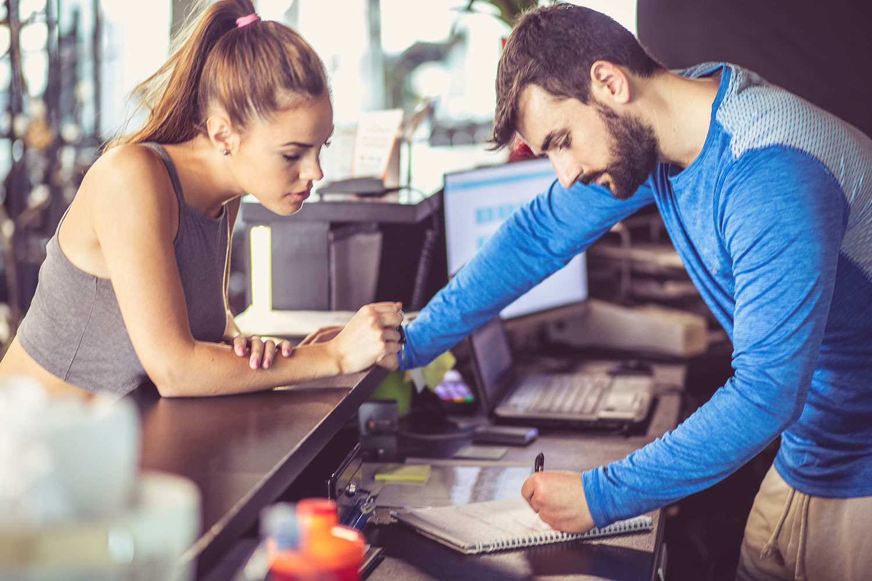 fitness-studio-reception-member-conversion-sales.jpg