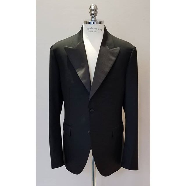 2 buttons full canvas wedding #tux fabric by #scabal and #cuprolining. The best suit fabric meets the best lining and structure. . Also, this #tuxedo applied removable satin option. After your wedding, we remove your tuxedo satin. . . . #jybespoke #jacobyoungcustomclothiers  #bespoke #custommade #paddingstitch #formalwear #wedding #weddingchicago #chicago #lincolnpark