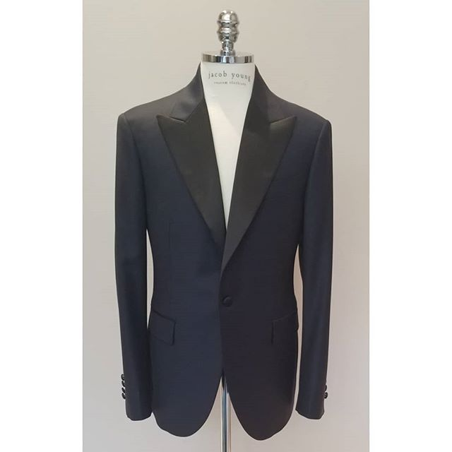 9cm pointed lapel One button Midnight blue tuxedo . . . . #jybespoke #jacobyoungcustomclothiers #bespoke #customclothiers #customsuit #tux #customtux #navytux #peaklapel #wedding #weddingsuit #weddingchicago #chicago #lincolnpark