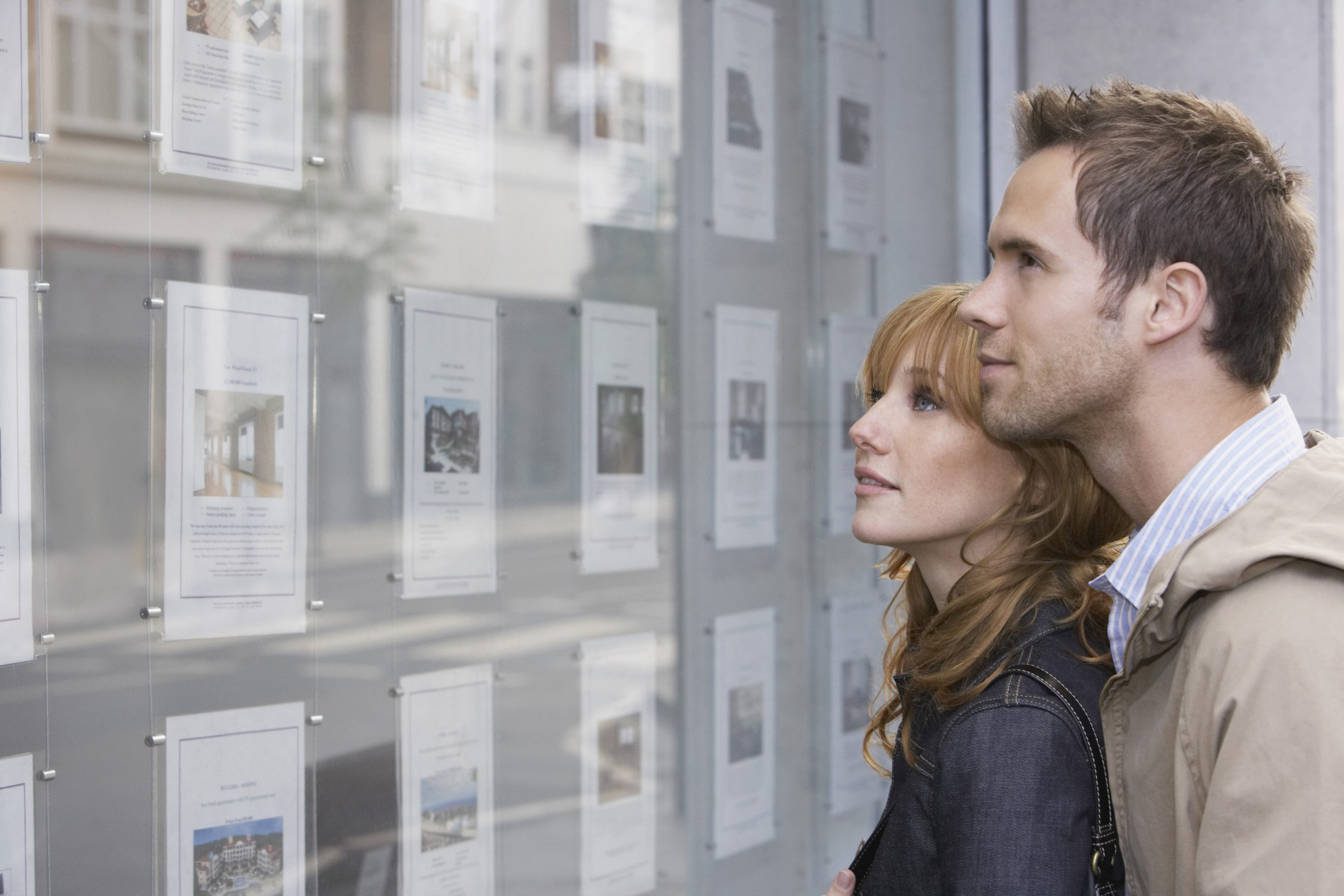 bigstock-Side-view-of-a-young-couple-lo-48552938-e1437665095109.jpg