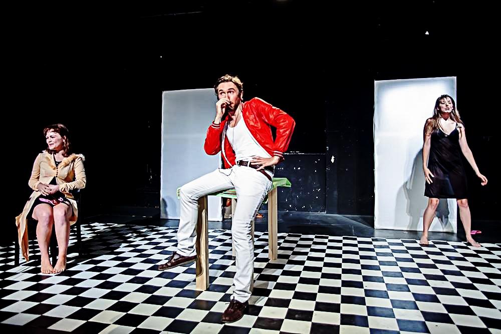 Changer de vie dans des mondes multiples - Regie: Fränk Heller, Festival fr. Theater, Berlin