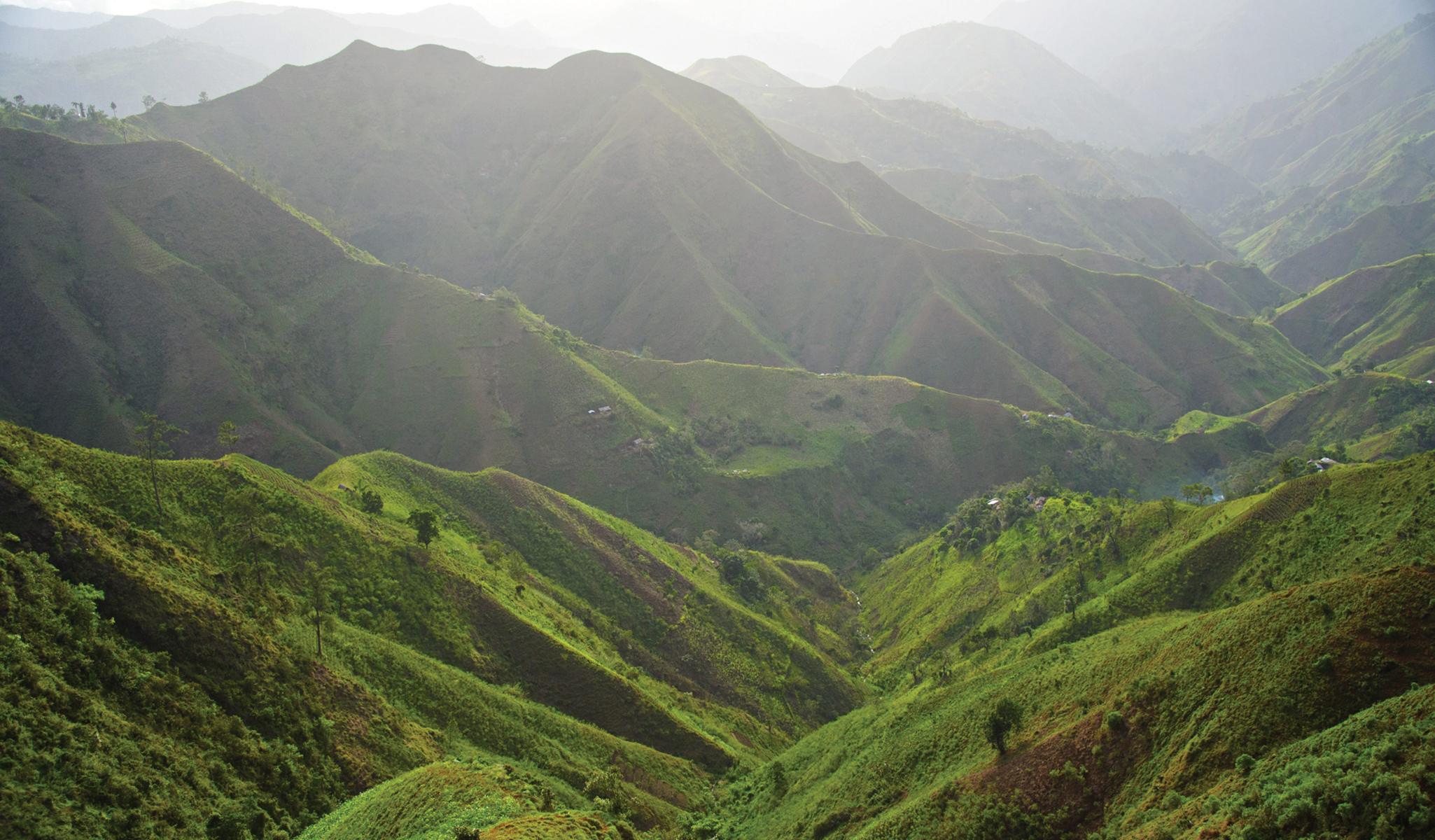 haiti-port-au-prince-montagnes-mountains-2050x1200.aspx.jpg