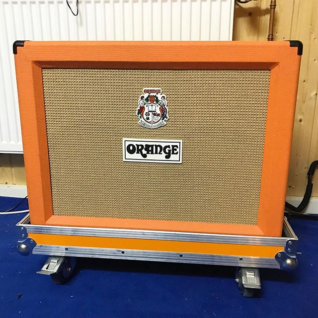Munich/Bavaria: I'm selling my incredible Orange Rockerverb 50 combo (with flight case). DM if interested, and tag people in the comments that might be into this beast of an amp! 💕💕💕 #orange #orangeamps #rockerverb #rockerverb50 #tubeamps #highgain #celestion #celestionv30
