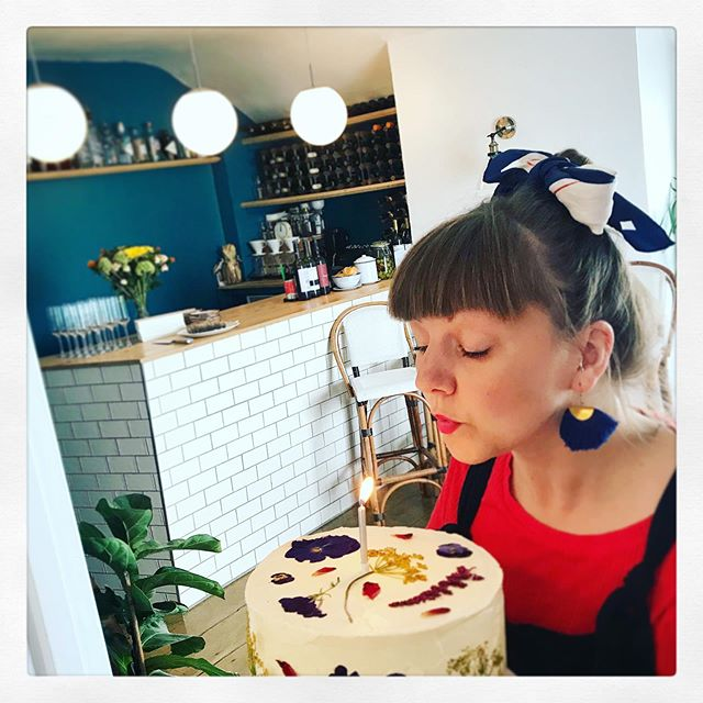 WE ARE 1 TODAY!  Happy Birthday us, it's been an incredible year, thank you so much to everyone who's dined with and supported us this year. Here's to many more years! Thank you so much to @oonascakes for this lovely Guiness and chocolate cake with salt caramel 🎂🍰🍫🥂🍾 💪🏻 . . . . . . #theoldcustomhousestives #oneyearold #yearone #birthday #restaurant #trattoria #smallplates #stives #kernow