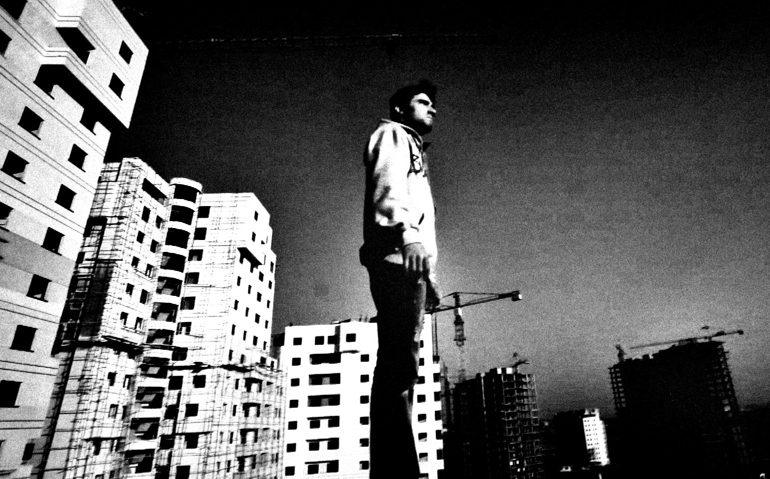 Newzif (Iran) - A young man goes up a tall building. Exhausted and breathless, he reaches the rooftop. On the edge of the roof, he starts a game which has no end. - 06:20Directed by Mohamad Esmaeeli