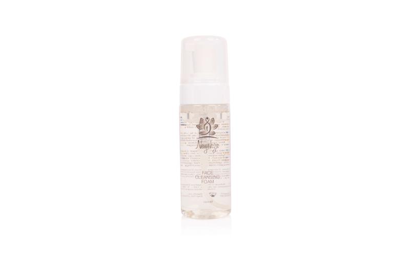 Mousse purifiante - Nettoyant doux pour le visage avec de l'eau apaisante à base de thé vert, du panthénol et de l'extrait d'argousier. Enlève le maquillage et les impuretés.