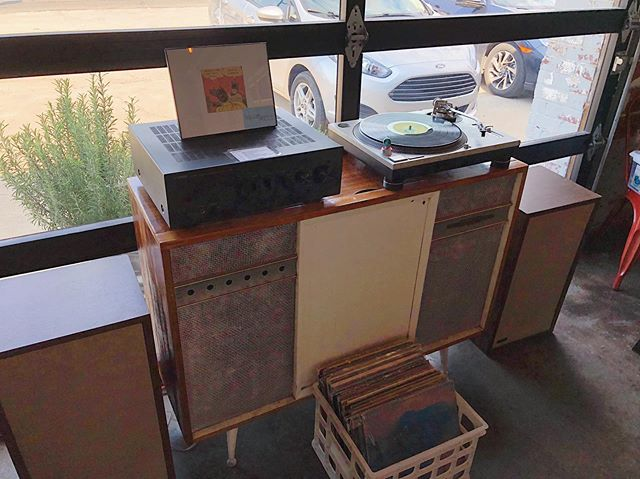This turntable & speaker setup, courtesy of @rivercityrecords, has been a hit! Jesse (owner) set it up with instructions, to make it easy for you to use. Bring in your own records, or browse the selection he has here. 🎶 😍