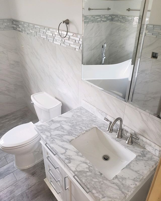 Absolutely stunning! Love this sleek, luxurious master bath. How about you? -⠀⠀⠀⠀⠀⠀⠀⠀⠀ -⠀⠀⠀⠀⠀⠀⠀⠀⠀ -⠀⠀⠀⠀⠀⠀⠀⠀⠀ -⠀⠀⠀⠀⠀⠀⠀⠀⠀ -⠀⠀⠀⠀⠀⠀⠀⠀⠀ -⠀⠀⠀⠀⠀⠀⠀⠀⠀ -⠀⠀⠀⠀⠀⠀⠀⠀⠀ #housetour #contemporary #homerenovation #my100yearoldhome #remodel #restoration #Chicagoplumbers #chicagobusinesses #plumbing #newconstruction #modernhome #homedesign #interiordesign #interior123 #happyhome #homelife #luxuryliving #luxury #architecture #modernhouse #smallspacesquad #chicago #chicagobusiness #windycityrehab #realestate #realtorsofchicago #chicagorealestate #fixerupper #hgtv #tilestyle
