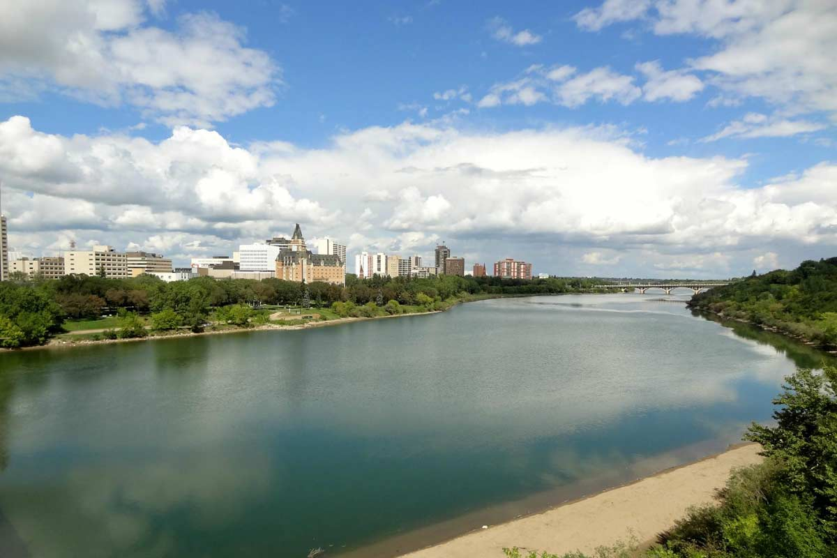 saskatoon-photo02-riverandcity.jpg