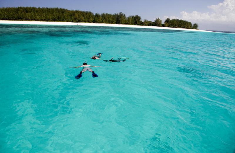 Matemwe-guests-snorkeling-Tanzania-safari.jpg