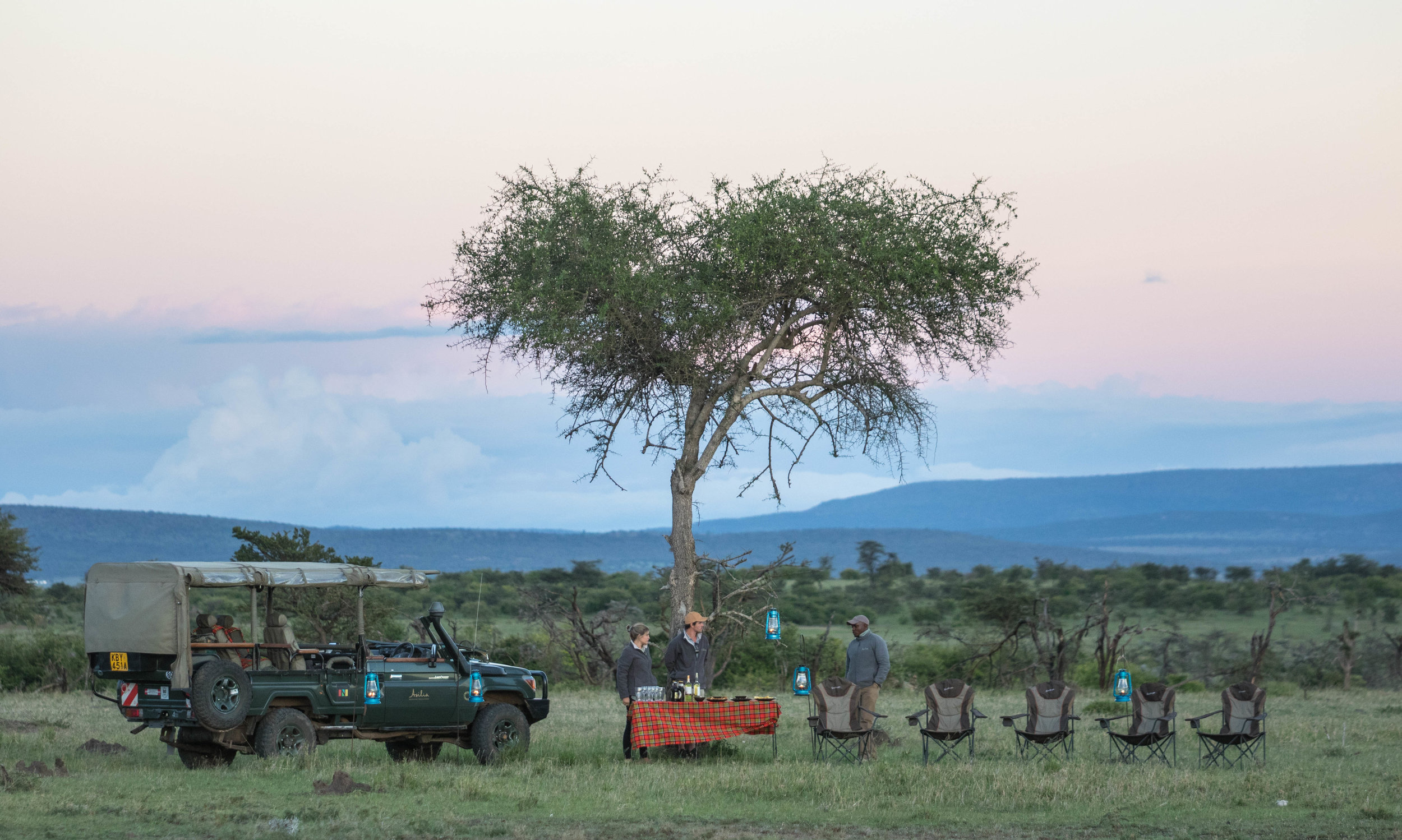 Sun Downer - A time to enjoy the traditional safari drink (Gin and Tonic), and snacks as the sun sets, usually while taking in a breathtaking view of your surroundings. Depending on where you are, a small fire will be set to keep you warm.