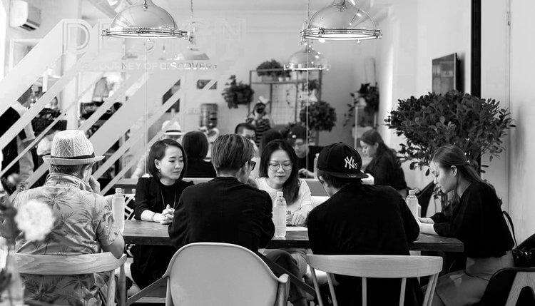 TẠI SAO CHỌN TRAMDECOR - - Quy trình làm việc chuyên nghiệp- Cung cấp dịch vụ toàn diện từ thiết kế thương hiệu đến trang trí nội thất. Tạo hình ảnh thương hiệu mạnh mẽ- Thiết kế sáng tạo, phong cách đa dạng, concept ý tưởng mới lạ- Chúng tôi luôn chuẩn xác về tiến độ, giúp khách hàng rút ngắn được thời gian chuẩn bị, đẩy nhanh thời gian kinh doanh đưa vào vận hành