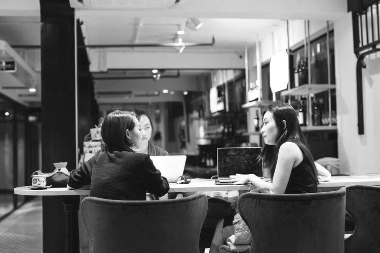 TẠI SAO CHỌN TRAMDECOR - - Quy trình làm việc chuyên nghiệp- Cung cấp dịch vụ toàn diện từ thiết kế thương hiệu đến trang trí nội thất. Tạo hình ảnh thương hiệu mạnh mẽ- Thiết kế sáng tạo, phong cách đa dạng, concept ý tưởng mới lạ- Chúng tôi luôn chuẩn xác về tiến độ, giúp khách hàng rút ngắn được thời gian chuẩn bị, đẩy nhanh thời gian kinh doanh đưa vào vận hành- Chúng tôi luôn sẵn sàng cộng tác dù bạn ở bất kỳ thành phố nào