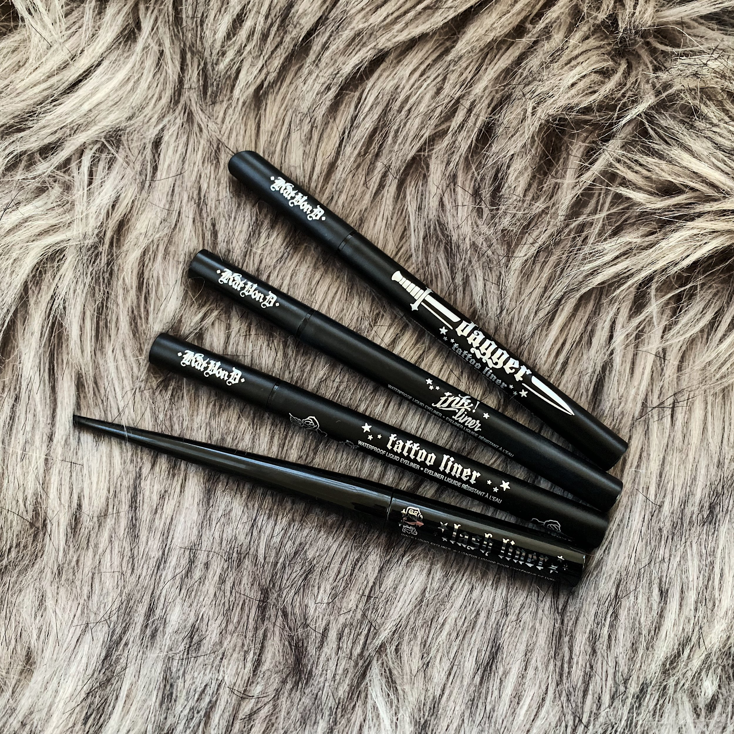 Élégant eyeliner - I have very sensitive eyes and allergies 365 days a year! If it's the case for you too, you MUST try these babies by Kat Von D! I can go through an entire hour workout at the gym and my eyeliner doesn't even budge! It's wild! I love them so much that I have all four options, but if you're looking for the one & only, I'd go with the tattoo liner or ink liner.Click here to shop.