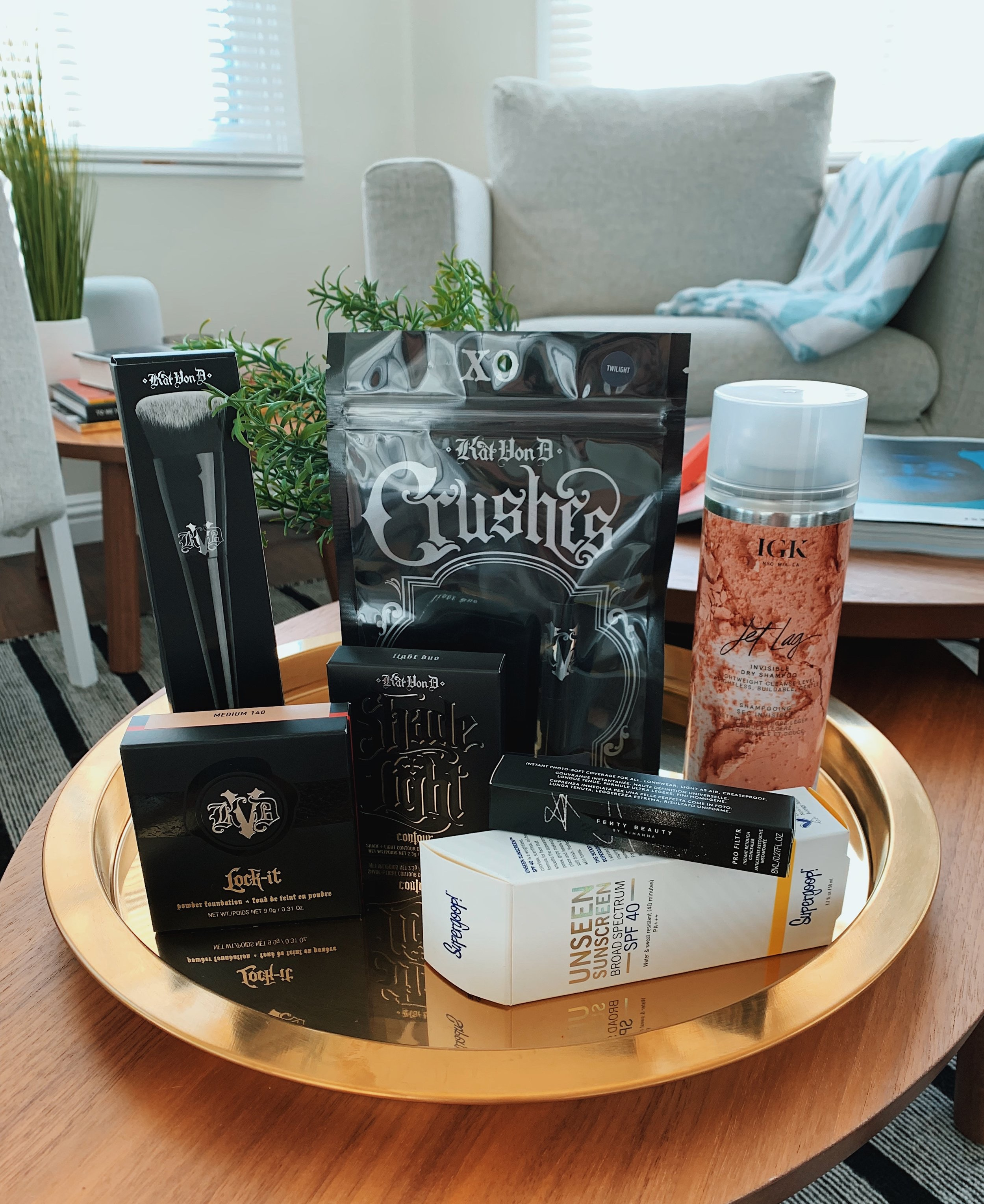 My new maquillage - Once again, I went to Sephora for the new Fenty Beauty concealer..and $250 later, I had a bag full of magical new items! What is all this you ask? Let me tell you! I got the Supergoop! Unseen Sunscreen for a protective base that smooths my pores. After applying the Fenty concealer on needed areas, I gently press the new Kat Von D Lock-It Powder Foundation all over my face and neck with the Kat Von D Lock-It Edge Foundation Brush. Continuing in the same brand line, the new Kat Von D Shade+Light Contour Duo is a much more compact option than the full face contour palette. And then, surprise, surprise! This Crushes stick that isn't on the Sephora website nor the Kat Von D website (yet?!), but is a stick version of this Twilight eyeshadow. I'm very excited to try it! Lastly, not makeup related, but I'm trying this IGK Jet Lag Dry Shampoo and hopefully works better than the Bumble & Bumble one I've been using!