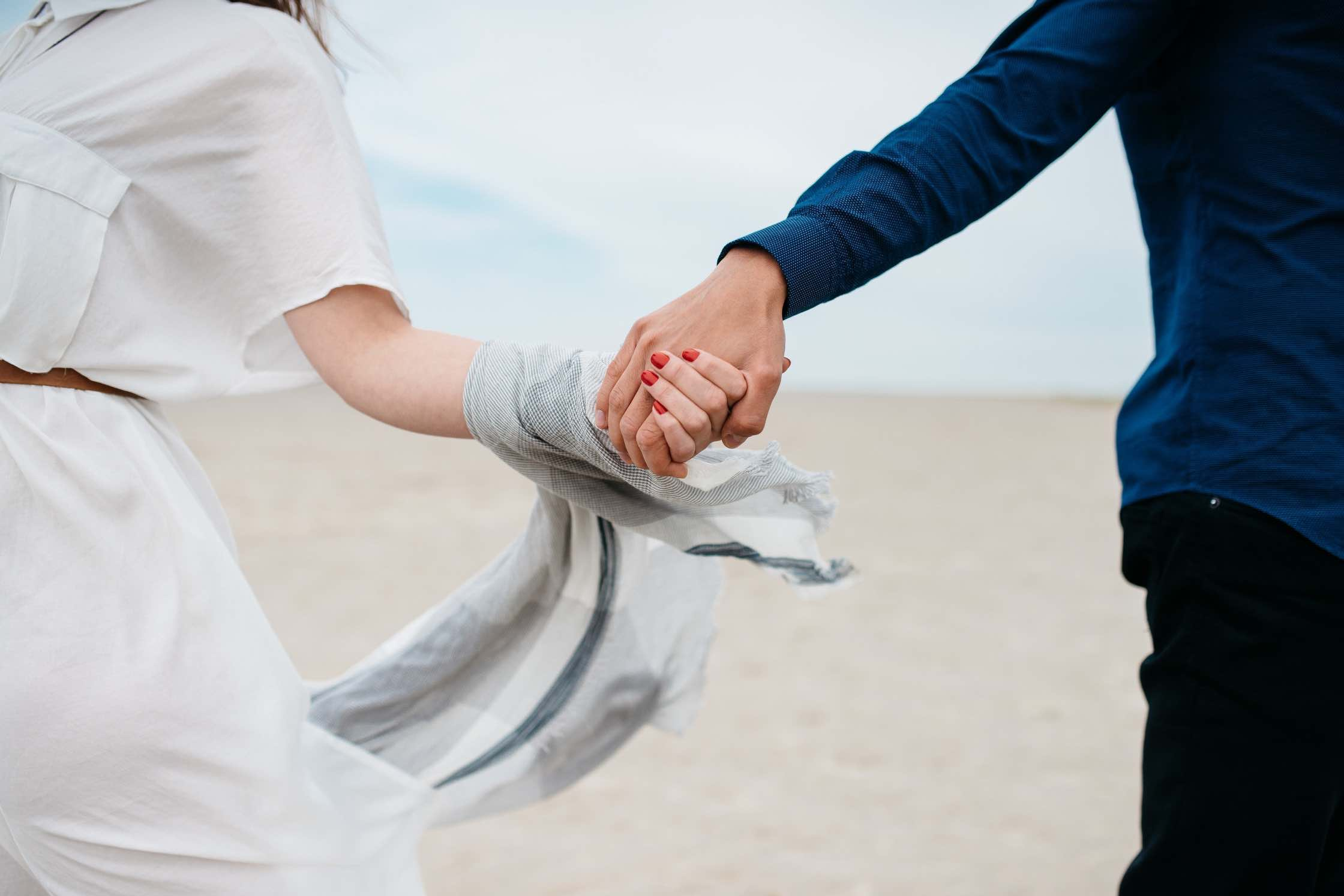 1 mindful conversation per day - Improve the connection with your spouse and invest in the future of your relationship.