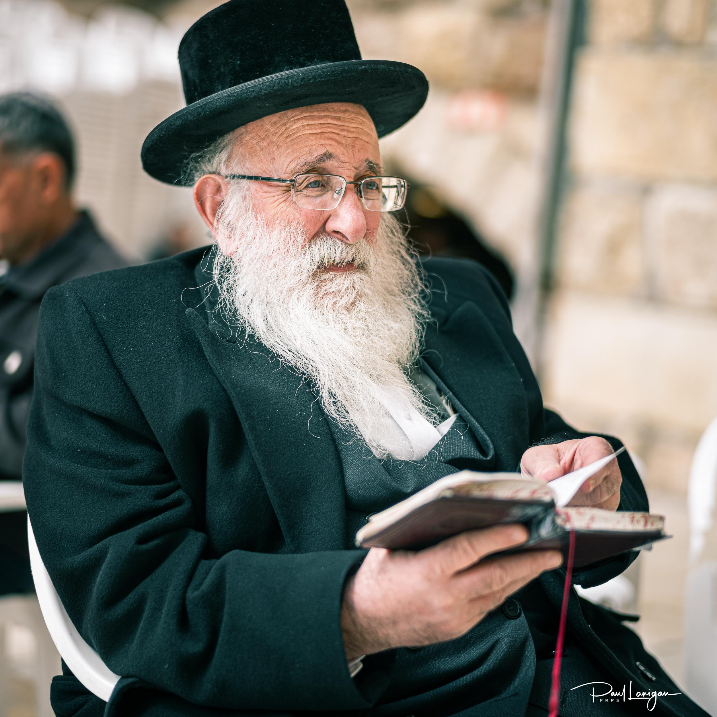 Rabbi prays at the Western Wall Jerusalem - Leica M10-D :: 50mm summilux