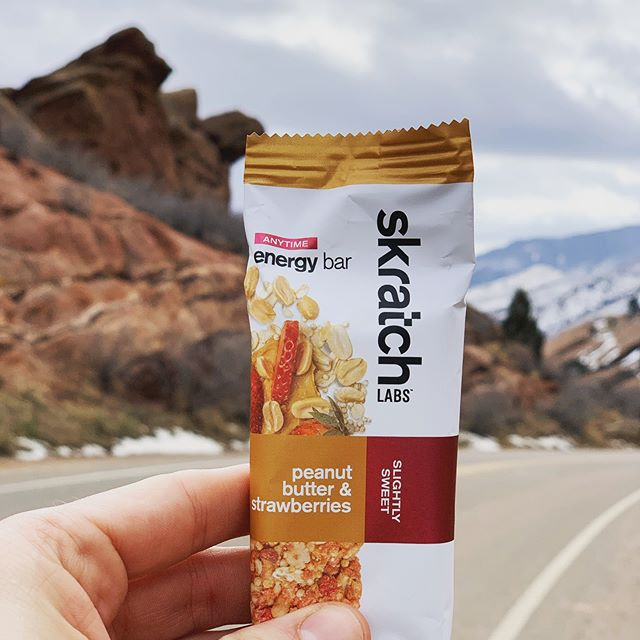 Review 2 of @skratchlabs new bars and I'm pleased with the goods. This peanut butter and strawberries is tasty. I liked that the peanut butter was mostly peanut halves, and the strawberries tasted amazing with the nuts. I had my doubts on this bar but it was both tasty and fueling during my lunchtime ride. #skratchlete #skratchlabs #triathlon #irideenve #cycling #tritraining