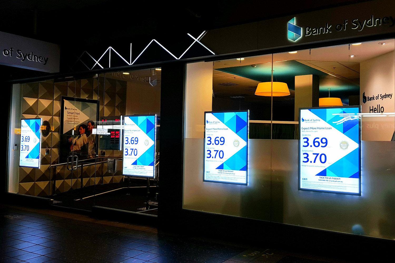 bank-of-sydney-3-vitrinemedia-vitrine-lumineuse-exterieure-etude-de-cas.jpg