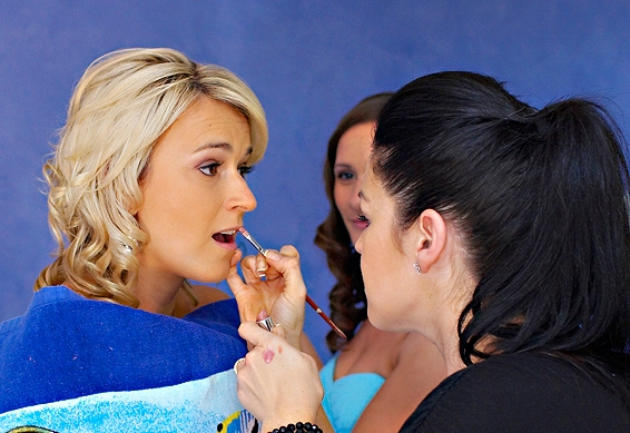 Waxing, when do I get facial waxing done? - Waxing of the face is best done 2 – 3 days prior to your wedding day because it can be difficult for makeup to adhere to skin which has been freshly waxed. After 2 – 3 days your makeup will stay in place easily.