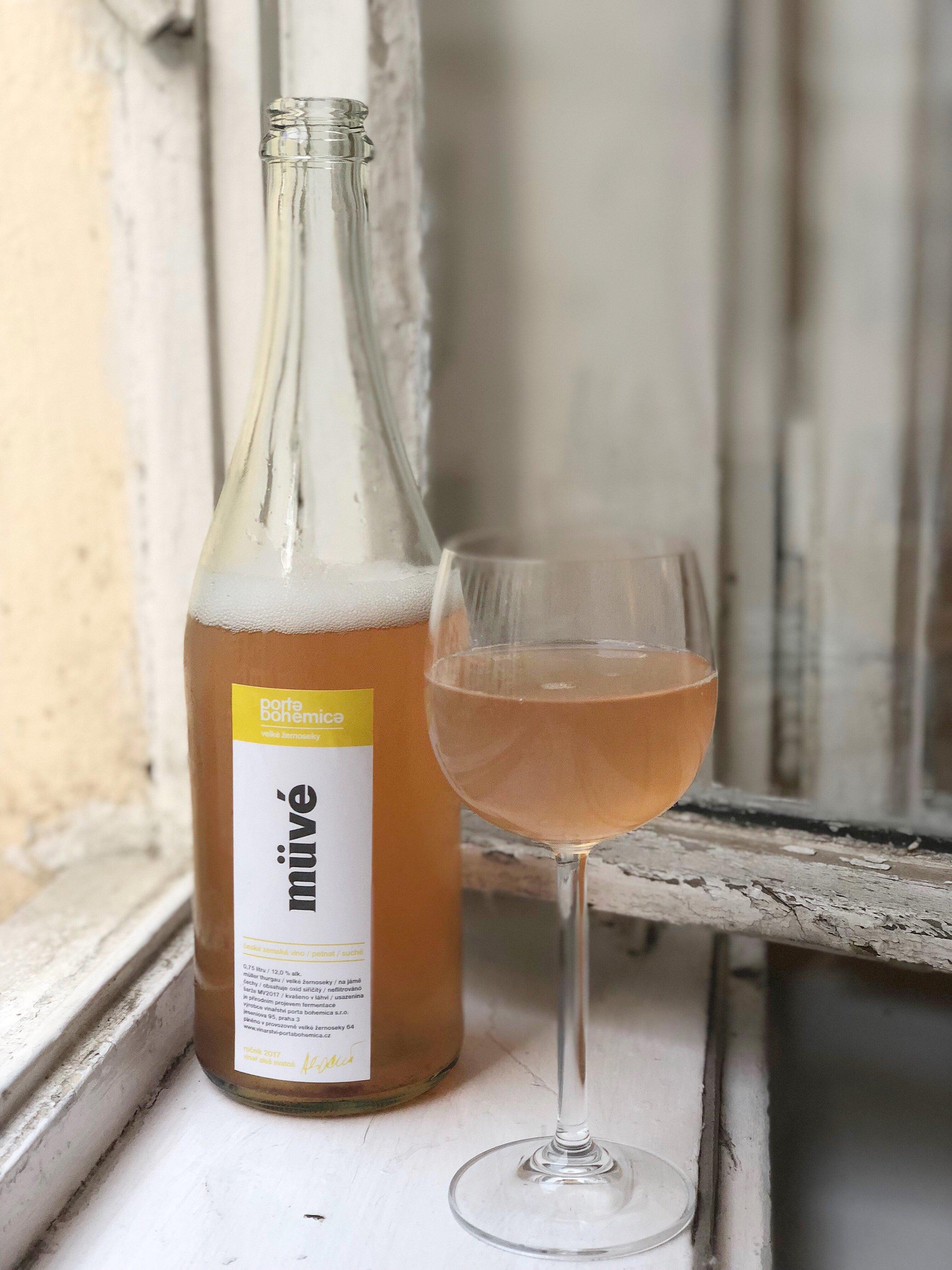 The delicious Müvé pét-nat from Porta Bohemica and winemaker Aleš Svatoš, available at Fajnšmekr.