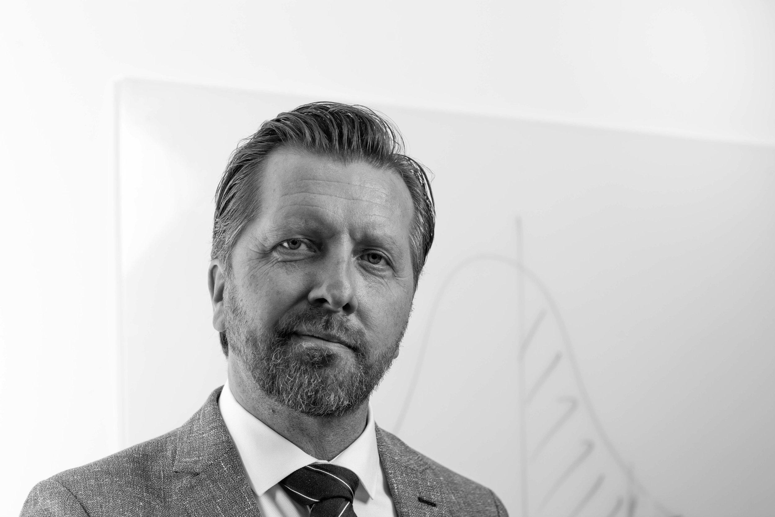 """""""Det praktiske lederskab i militæret har givet mig indsigt i, hvordan jeg selv fungerer som leder i forskellige situationer""""   I 2017 rekrutterede Military Work Niklas Angerind til General Manager, Network Innovations Group"""