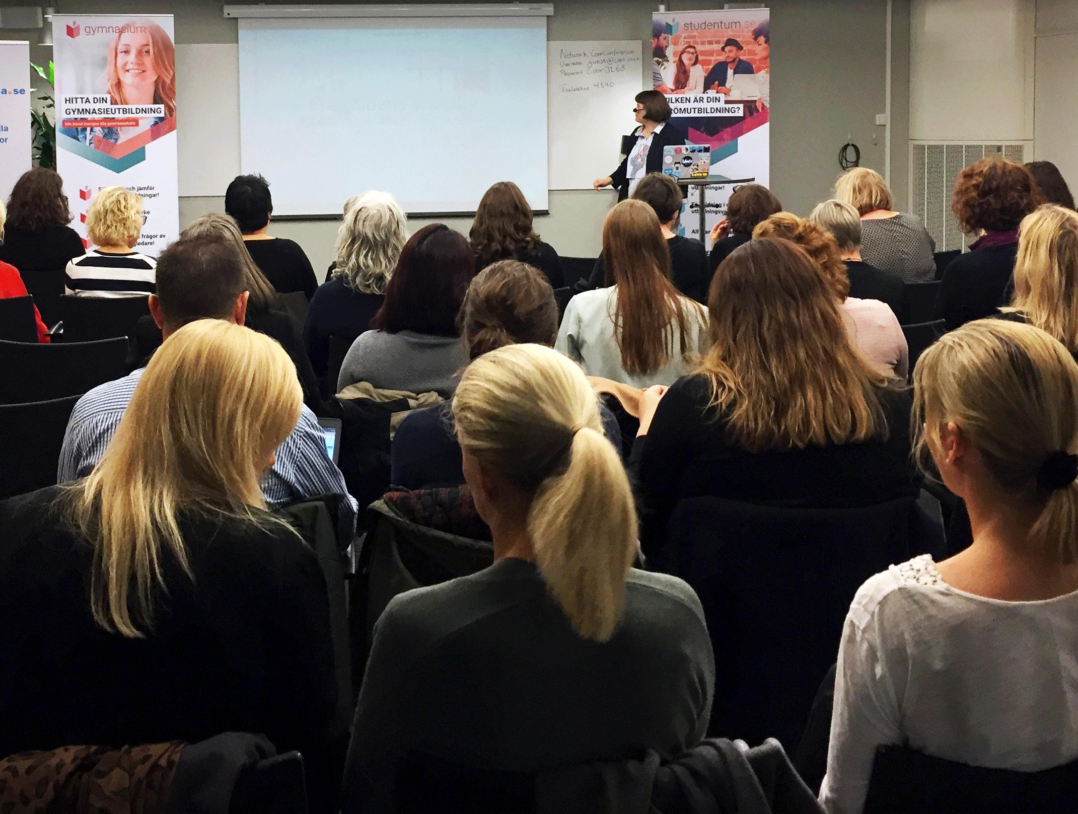 Föreläsning med teknikbloggaren Elin Häggberg - Elin Häggberg bloggar på Teknifik.se och vann nyligen kategorin Årets varumärke på Stora Influencerpriset 2017. Elin gav en inspirerande och tankeväckande föreläsning om framtidens yrkesliv och hur det kommer präglas av digitalisering, entreprenörskap, robotar och artificiell intelligens.