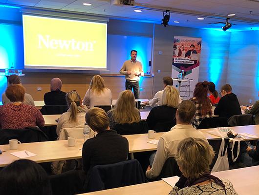 Newton - Anders Carlson från Newton föreläste på Vägledarträffen i Göteborg och berättade om berättar skolans syn på kompetensutveckling och individers olikheter.Anders pratade bland annat om:- entreprenörskap och färdighetsträning -- särskilt pedagogiskt stöd - - hjälp till självhjälp -- samarbeten med och för samhället -