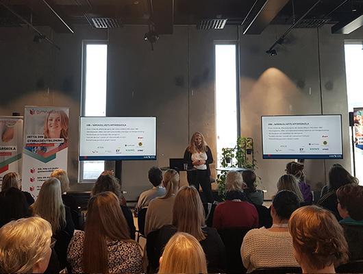 IHM Business school - Anna Weinsjö från IHM Business School kom till Vägledarträffen i Malmö och föreläste om behörighet till yrkeshögskolan med hjälp av reell kompetens.Reell kompetens är den samlade faktiska kompetens som en individ har och kan bestå av både formell (betyg) och informell (annan) kompetens. Anna berättade hur IHM använder sig av kompetenskartläggning och ett behörighetsformulär för att kartlägga potentiella elevers behörighet.