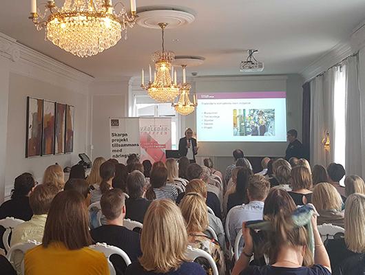 Göteborgs Tekniska College - Göteborgs Tekniska College är ett samarbete mellan näringslivet och Göteborgs kommun. Skolans rektor Ewa Ekman och gymnasieskolans biträdande rektor Lena Hammersberg berättade om sina gymnasiala och eftergymnasiala utbildningar och hur de jobbar för att kunna möta industrins kompetensbehov.