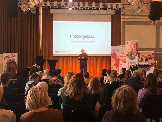 Stensunds folkhögskola - Stensunds folkhögskola pratade om vilka alternativ som finns för olika alternativ om man inte klarar av gymnasiet och folkhögskolan som utbildningsform. De delade med sig om sina erfarenheter av att hjälpa elever uppnå gymnasiebehörighet och vilka olika yrkesutgångar som skolans utbildningar ger.