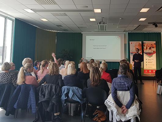 Jämställt - Organisationen Jämställt var även med i Malmö och inspirerade med sin föreläsning och workshop om normkritik!