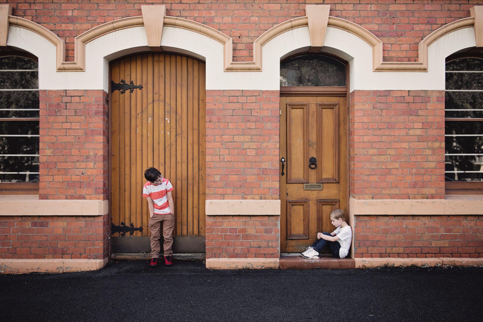 architecture-boys-brick-wall-551594-e1523565495819.jpg