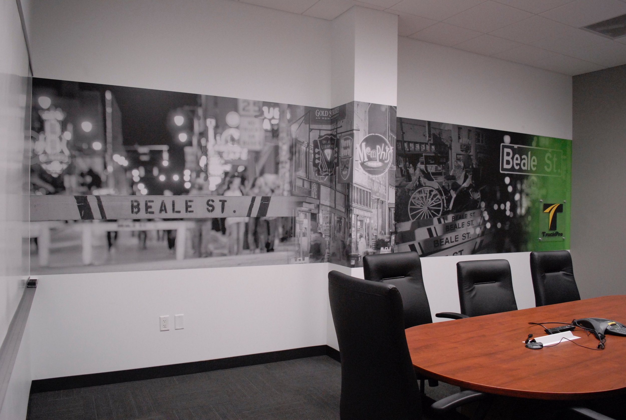 TruckPro_Beale-Room_Finished-Product_Environmental-Graphics_Dreamcapture_Memphis-TN