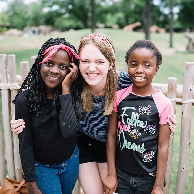 "Every summer, we take the kiddos from Ladera on field trips to continue building relationships with them throughout the summer and to provide space for them to just have fun!⁠ .⁠ Refugee children often have a ""bucket"" of difficult or traumatic memories as a result of fleeing their countries and have had to grow up much faster than any child should. ⁠⠀ .⁠ Our goal is to counter these negative memories with positive ones by giving them opportunities to laugh, play, and enjoy their friends!⁠⠀ .⁠ On our Zoo field trip, our mentors got to reconnect with kids who regularly attend our after-school Net Club kids and shared their excitement over seeing animals in the exhibits from their home countries.⁠ .⁠ By asking questions about their lives before the United States and sharing in their joy over memories of their home, we communicate that they are welcome here and that their culture is something to be celebrated and not to be ashamed of! #WeWelcomeRefugees #LoveYourNeighbor ⁠⠀"